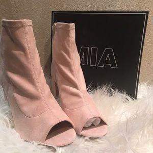 Chunky heel booty!